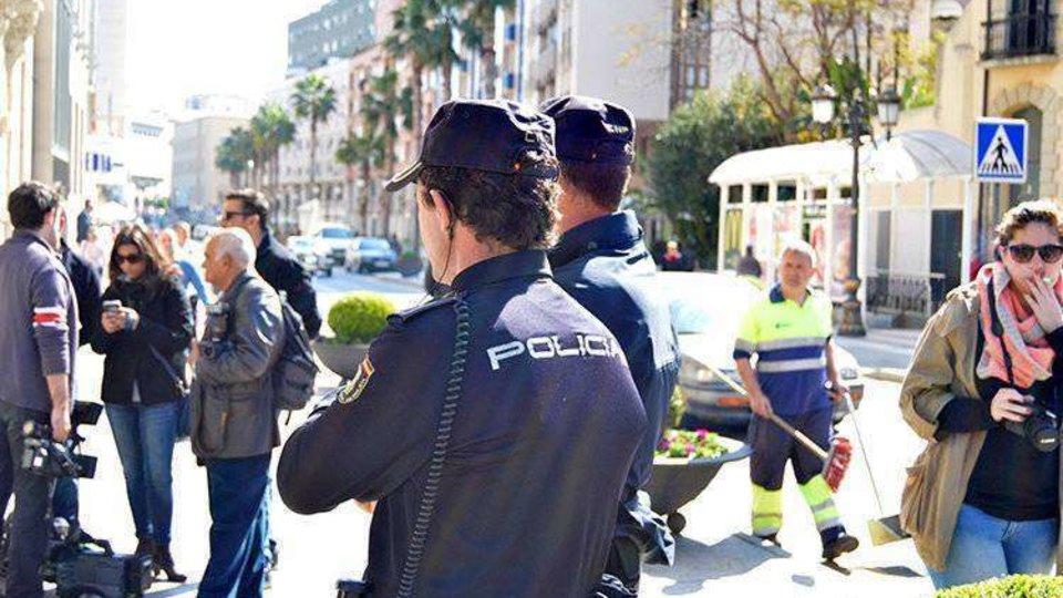 a18453fb7102 La Policía sorprende a un joven grabando en el baño de mujeres en un ...