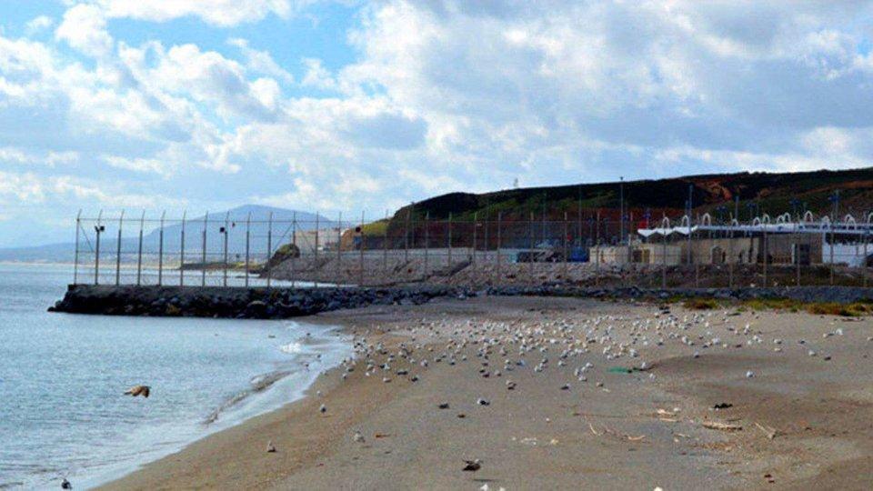 Imagen del espigón de la playa de El Tarajal (C.A.)